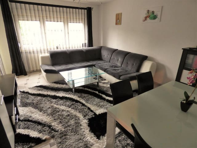 Well Maintained furnished Apartment with Kitchen - Leverkusen