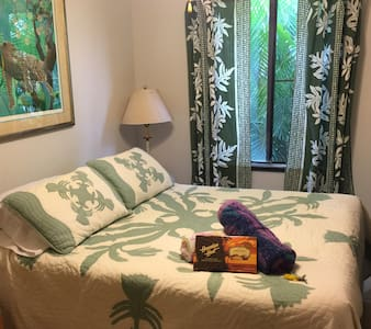 The Queen Suite, South Shore Kauai - Poipu - Haus