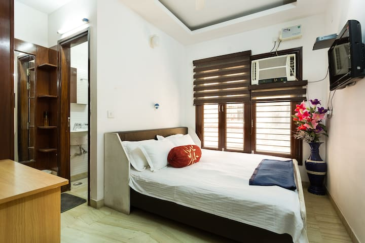 Independent home, 2 mins to metro - New Delhi - Rumah
