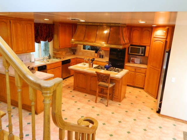 Comfortable Private Home w/ a Mountain Lodge Feel - Whittier - Maison
