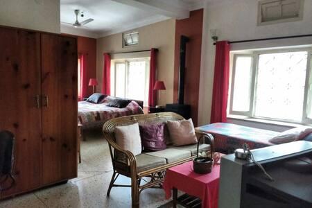 Family Room at Shri Krishna Guest House/Forest Inn - Dehradun - Bed & Breakfast