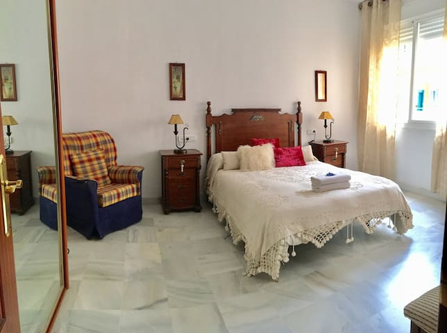 Gorgeous room for two in perfectly located house - Sevilla - Ev