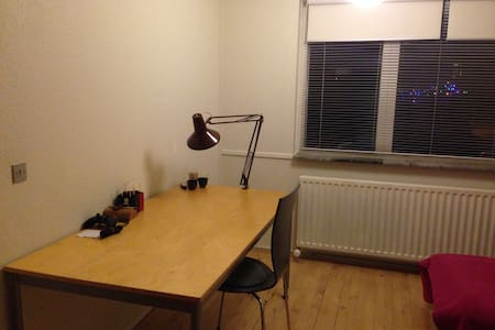 11 km to Aarhus, near to beach, single room 13m2 - Beder