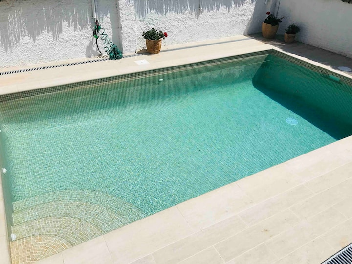 Beach house with sw pool * 5 min walk to the beach