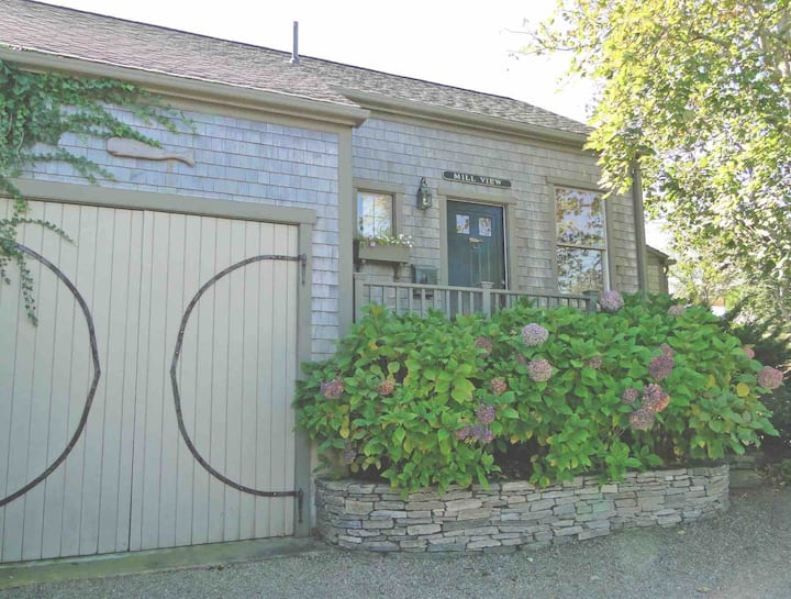 Charming In-Town Cottage w/ parking