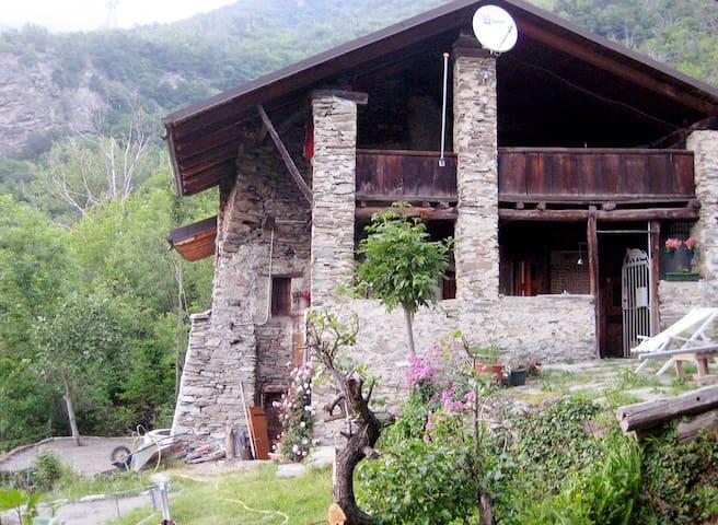 Rustieke Boerenwoning Piemonte - Mompantero - Houten huisje