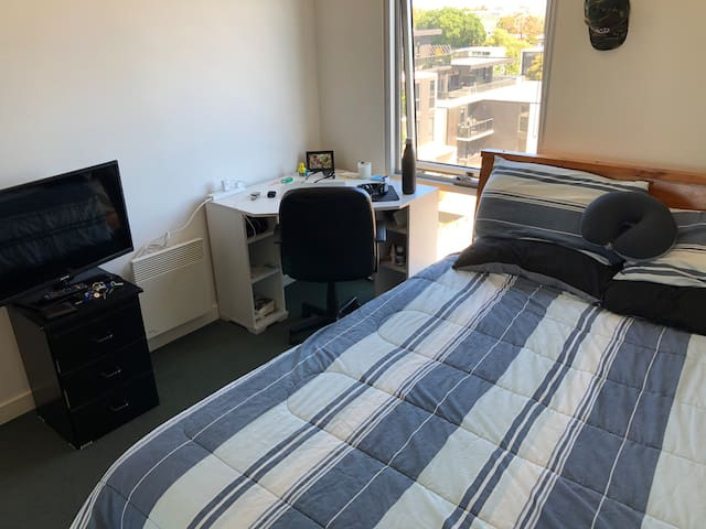 Lovely private room with ensuite in St Kilda