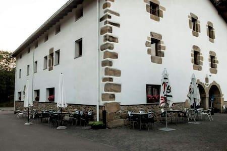 Habitacion privada en entorno rural - Cenarruza-Bolíbar - Hostel