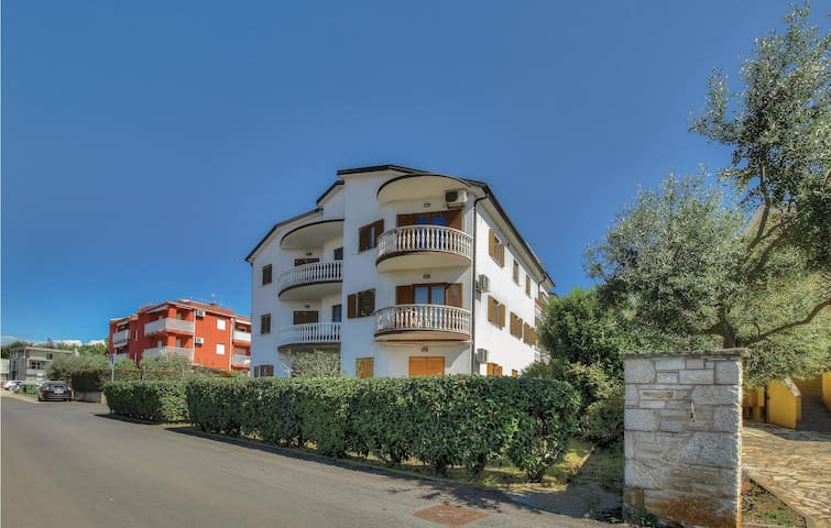 Holiday apartment with 2 bedrooms on 68m² in Zambratija