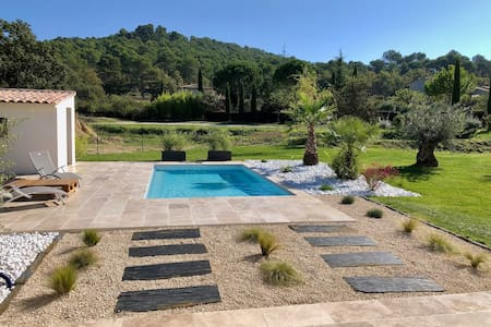 Villa rental in the heart of the Aix vineyards