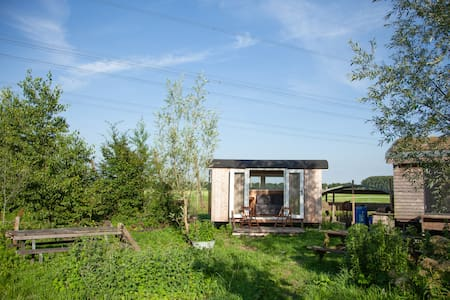 "Tiny house on organic vegetable farm ""Piet"""