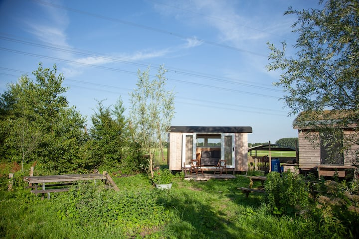 "Tiny house on organic vegetable farm ""Piet"""