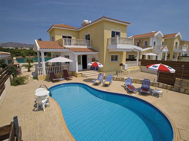 Villa Maximus, Coral Bay, Paphos - Peyia