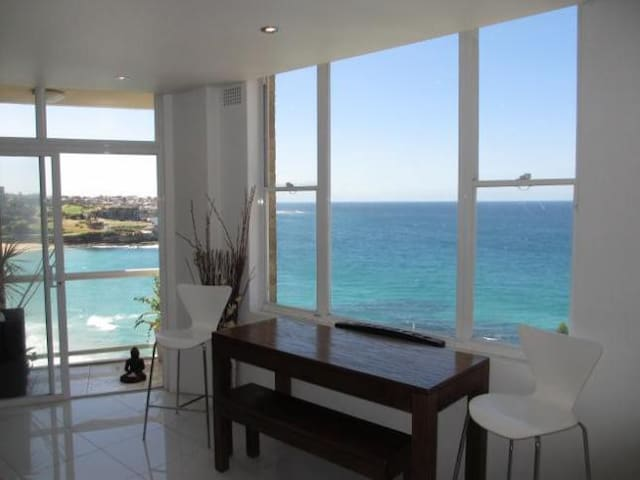 Ocean Views From Every Window!! - Coogee - Apartment