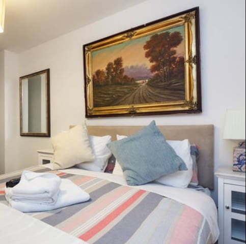 Luxury stay *BEST LOCATION* with a touch of ART