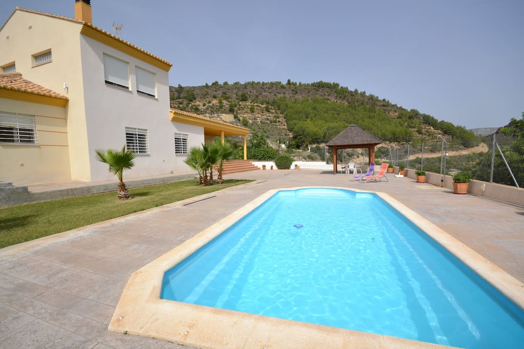 Fant stico chalet piscina privada casas en alquiler en for Piscina segorbe