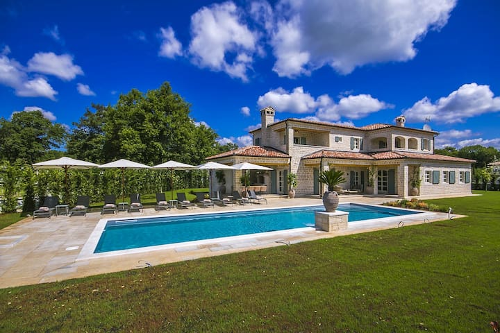 Luxury Villa Karla with swimming pool