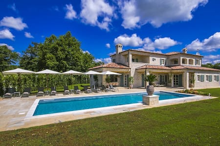 Luxury Villa Nevija with swimming pool