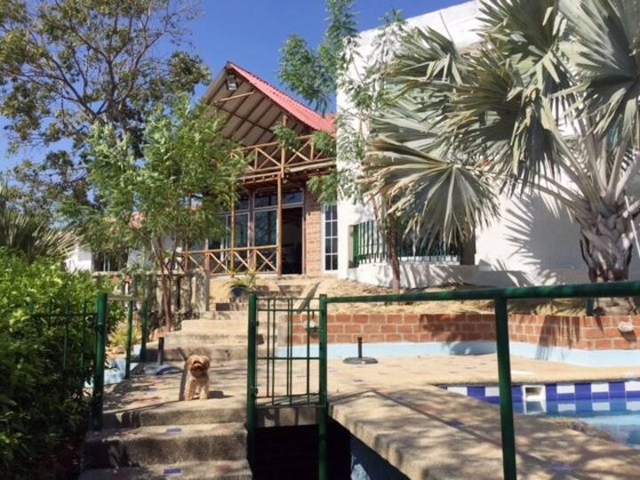 Hermosa Cabaña con piscina en Santa Verónica