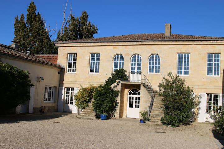 Chambres dans Chateau avec piscine accès Garonne - Portets - Dům pro hosty