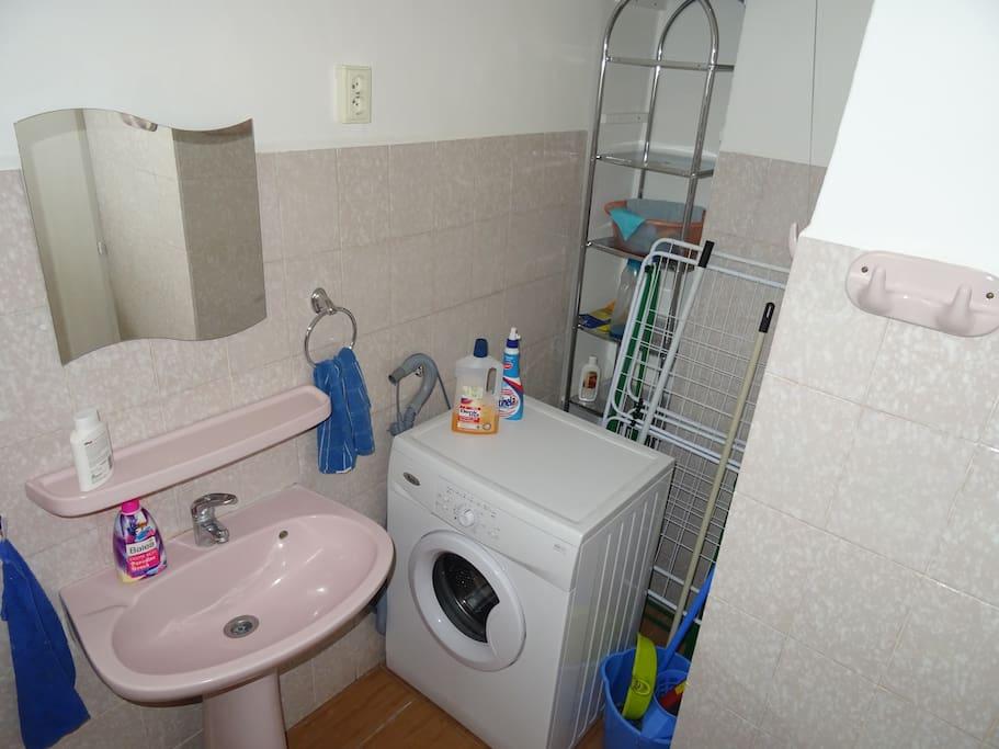 A földszinti fürdőszoba káddal