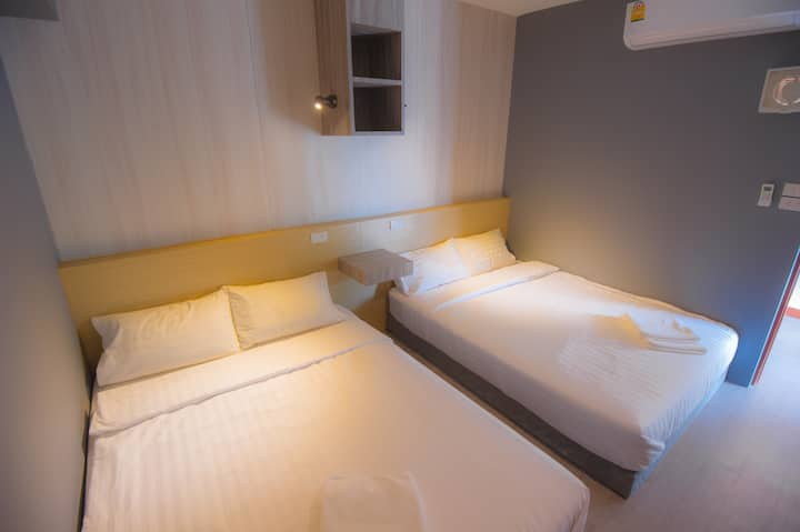 Glur Central Pratunam (4 Persons Private Room with Shared Bathroom)