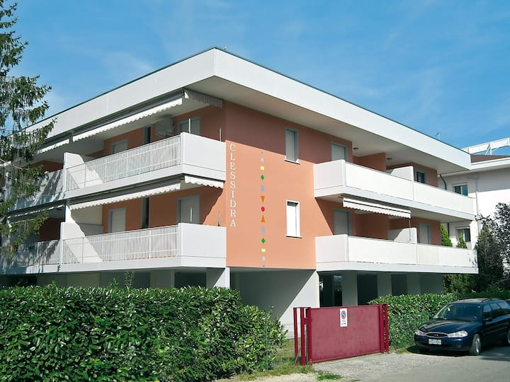apt for 4+2 persons with a/c in Bibione R26947