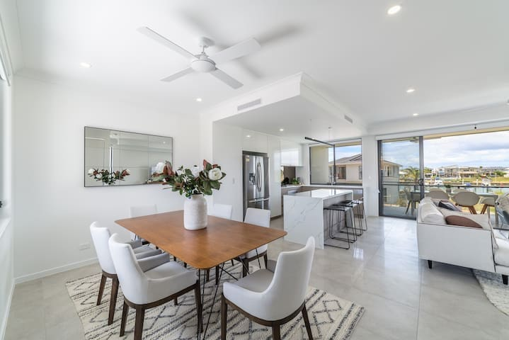 New Luxury 4 bed  Home - Perfect Gold Coast Escape
