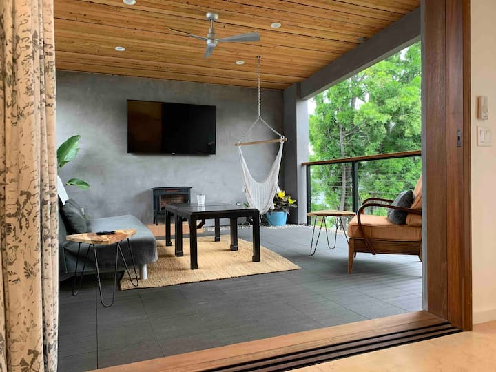 West Hollywood Guest Loft with Outdoor Living Room
