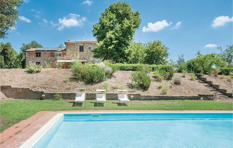 Holiday cottage with 10 bedrooms on 400m² in Lucignano (AR)