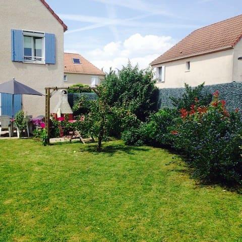Chambre calme et agréable - Saint-Pierre-du-Perray - บ้าน