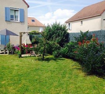 Chambre calme et agréable - Saint-Pierre-du-Perray - 단독주택