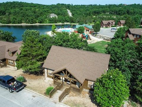 Updated Branson Cabin by StoneBridge Lake!