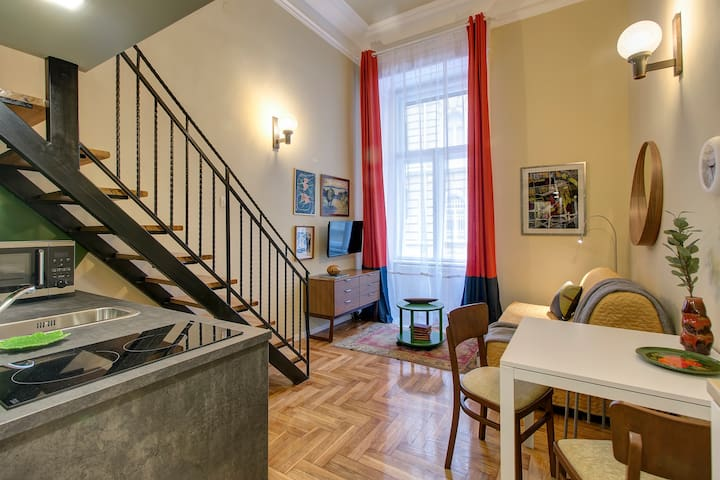 New France / Colonial Times - Boedapest - Appartement