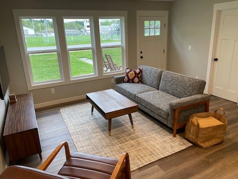 Portside - Newly Renovated Downtown Cottage