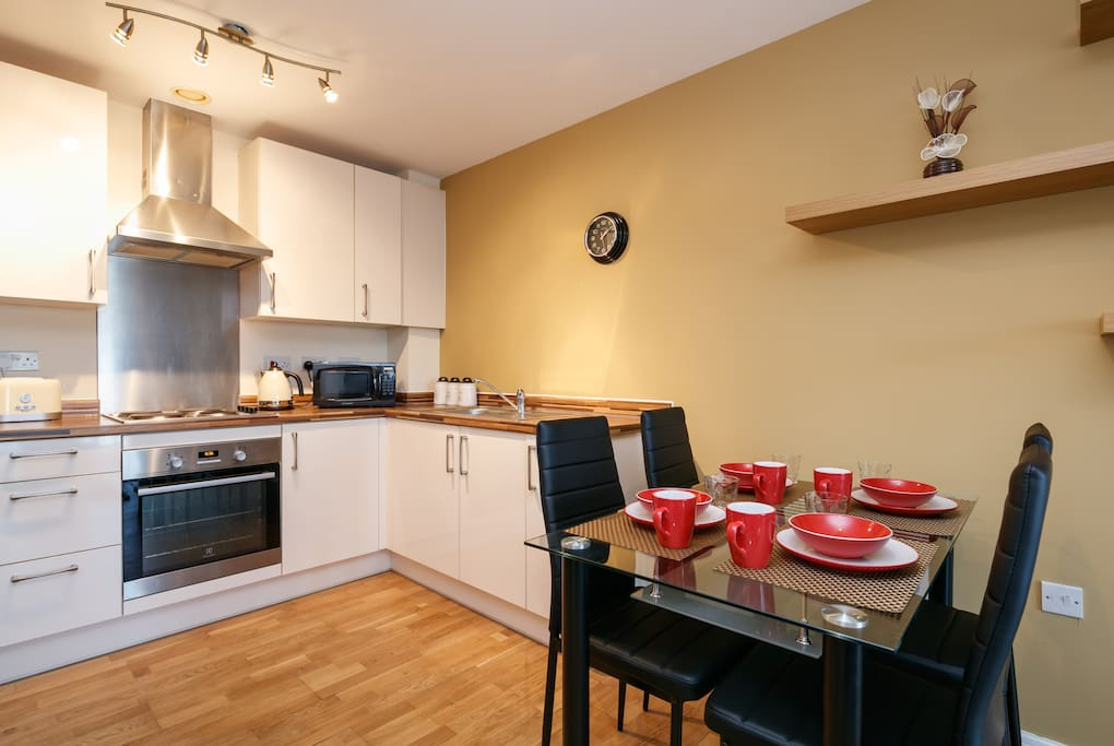 Enjoy cooking? Fully fitted kitchen is ready for your next Masterchef dish..