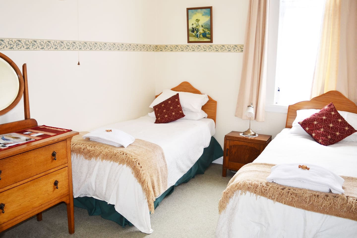B&B Deluxe private twin room with shared bathroom facilities