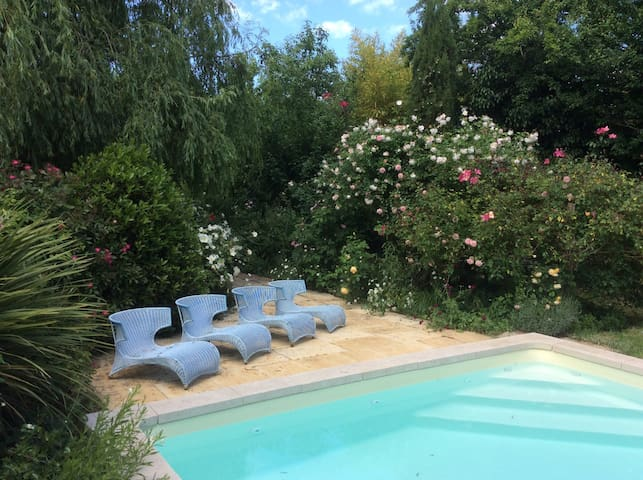Converted barn 8 kms from Bordeaux - Latresne - Huis