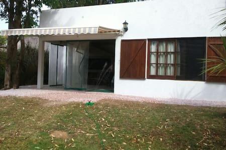Hermosa casita para disfrutar de la naturaleza. - Piriápolis
