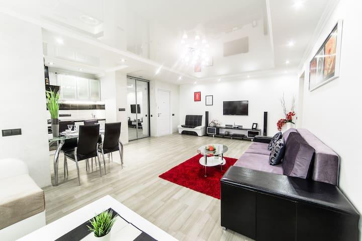 High Tech 3-bedrooms apartment - Minsk - Apartment