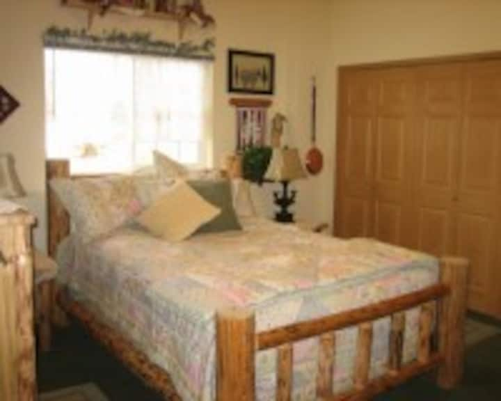 Lake Lucille B&B, Larkspur Room with Breakfast!