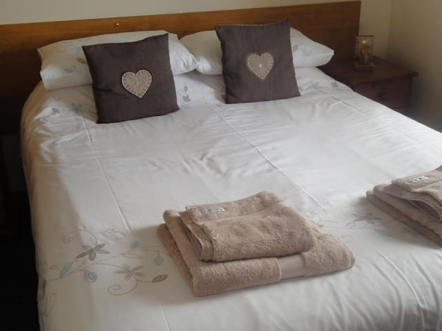King size bed with sea views