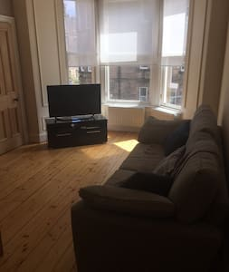 Double room in 2 bed Edinburgh flat, Morningside. - Edynburg - Apartament
