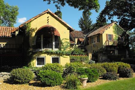 Lake Winnebago Tuscan Villa! - Fond du Lac