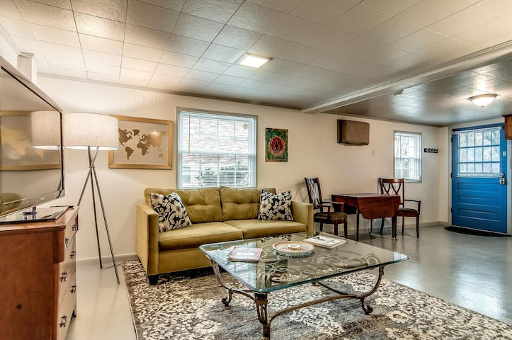 Be Our Guest - Walkable Studio in Hip East Nashville!