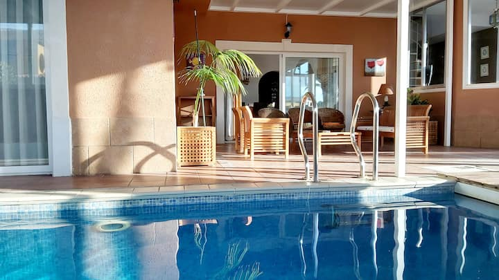 Villa Private Indoor Heated Pool/Poker Table/BBQ