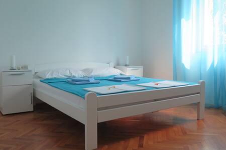 Lumbrela Apartments - RAINBOW for 8, central