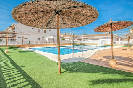 Semi-Detached with 2 bedrooms on 52m² in Santa Pola