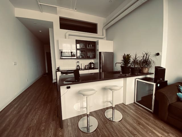The Artist Oasis | Bright, Spacious 1 Bedroom Loft