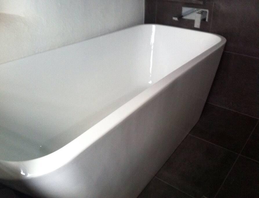 Soak in an Epsom salts bath.